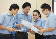 中国企业商务团队谈论小型会议图片