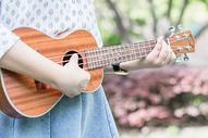 关于音乐的人像图片