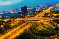 夜幕下的立交桥车水马龙图片