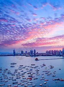 日落海湾妖媚的紫色云彩图片