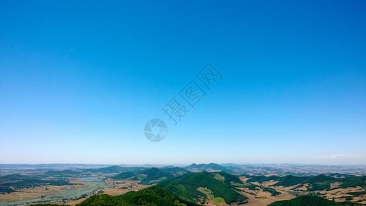 远处的山丘图片