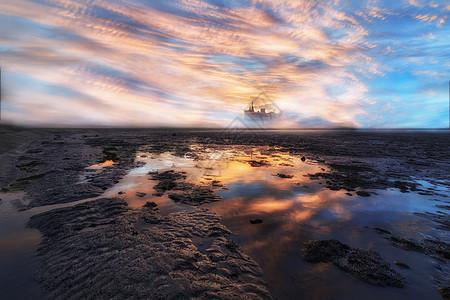 彩霞中的船图片