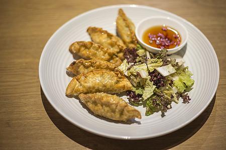 炸饺子配拌菜图片