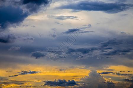 蓝天下黄昏图片
