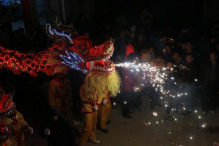 春节舞龙灯表演图片