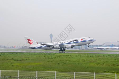 国航744白云机场起飞瞬间图片