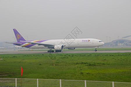 泰航白云机场起飞瞬间图片