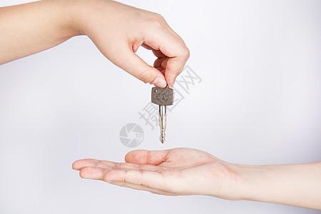 双手交递钥匙图片