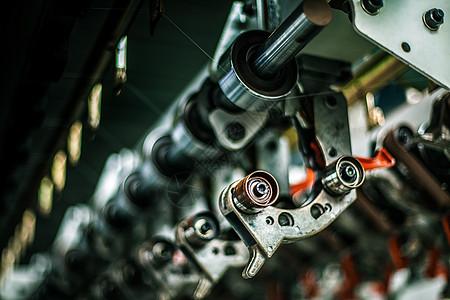 工厂机械化流水线的局部图片