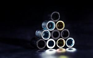 金属环摆放在一起图片