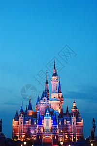 蓝天下的上海迪士尼乐园图片