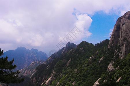 安徽 黄山  云雾缭绕 白云 蓝天图片