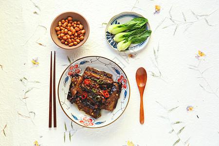 烧茄子配花生米配青菜图片