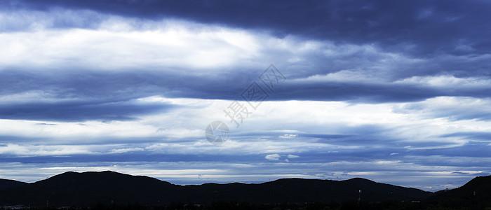 水墨层云图片