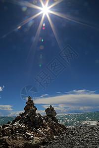 纳木错湖边的玛尼堆图片