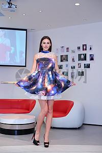 模特演绎出时尚大气的品牌女装图片