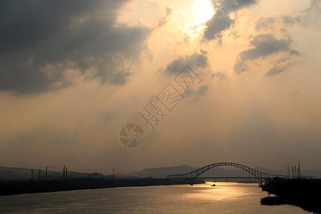 黄昏下的柳州大桥图片