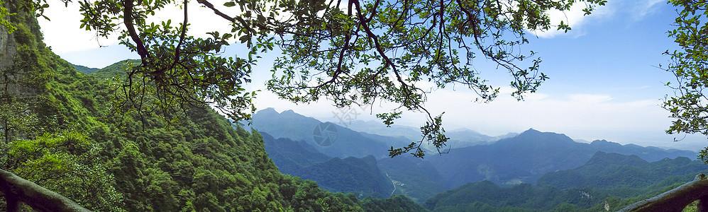 云雾缭绕的千佛山图片