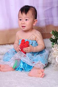 穿裙子的小男孩图片