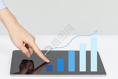 手指共同点击平板电脑图片