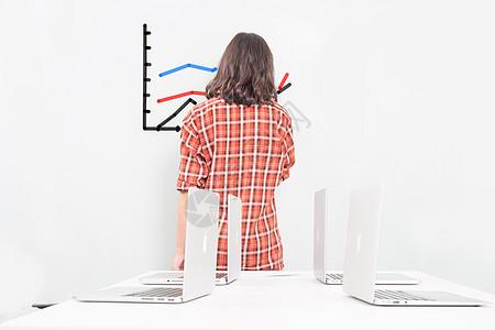 商务人士女人背影分析数据图片