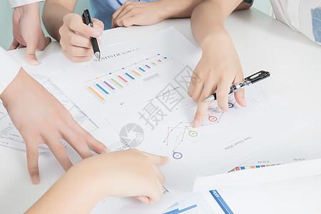 商务团队讨论交流数据图片