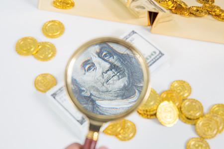 放大镜放大美元经济交易图片