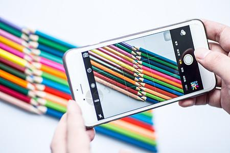 教育设计铅笔手机彩虹平铺创意拍摄图片