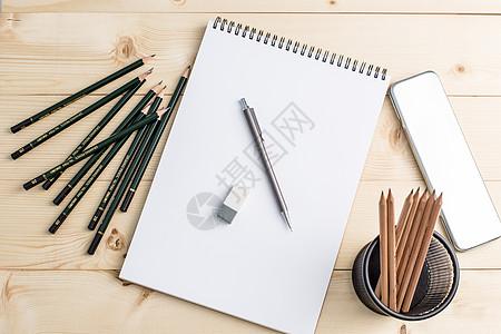 教育设计活动铅笔木板背景平铺创意拍摄图片