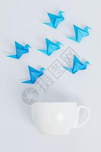 蓝色千纸鹤咖啡杯创意设计图片