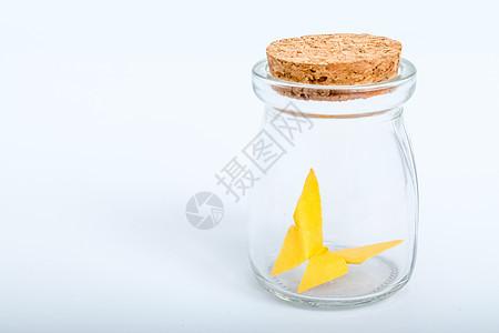 玻璃瓶纸质黄色蝴蝶手工艺图片