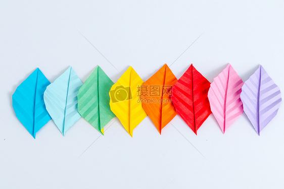 手工创意彩色树叶渐变平拍图片