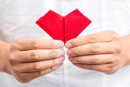手工纸质爱心手握创意设计图片
