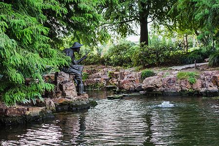 湖畔雕塑垂钓园林图片