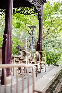 木椅木桌休息园林环境图片