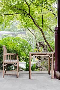 木椅木桌茶杯休息园林环境图片