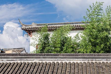 蓝天白云竹子屋檐古镇建筑图片