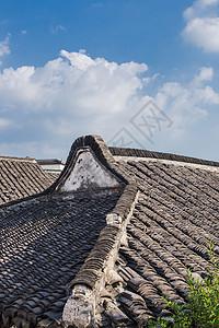 蓝天白云阳光屋顶古镇建筑图片