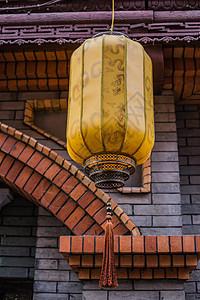 红砖灰墙龙形灯笼古镇文化图片