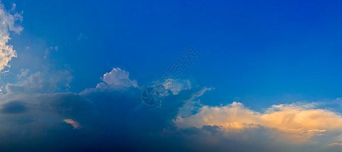 天空·蓝·云图片