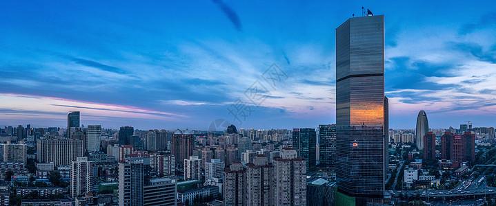 傍晚的城市建筑图片