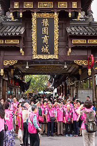 豫园商场游客合影国庆旅游【媒体用图】(仅供媒体用图,不可商用)图片