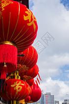 蓝天白云红灯笼喜庆国庆图片