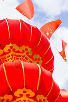 蓝天白云大气灯笼红旗国庆图片