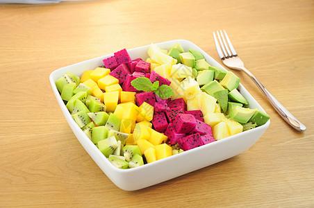 五彩水果猕猴桃芒果火龙果凤梨牛油果沙拉图片