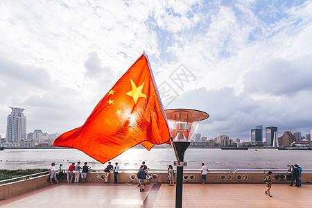 上海浦东滨江大道日落国旗图片