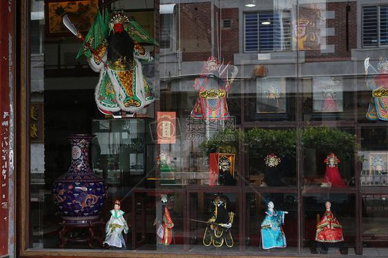 橱窗里的木偶图片