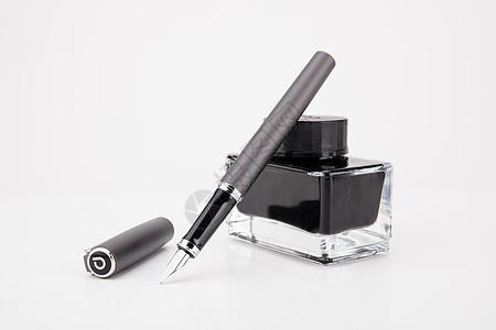 教育钢笔墨水创意排列摆拍图片