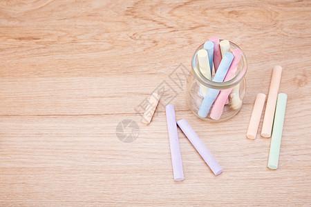 教育文具粉笔木制桌子拍摄图片