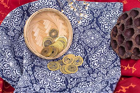 中国风礼品竹篮铜钱摆拍图片